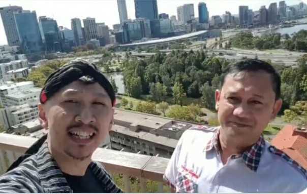 Permadi alias Abu Janda bersama Denny Siregar di Australia