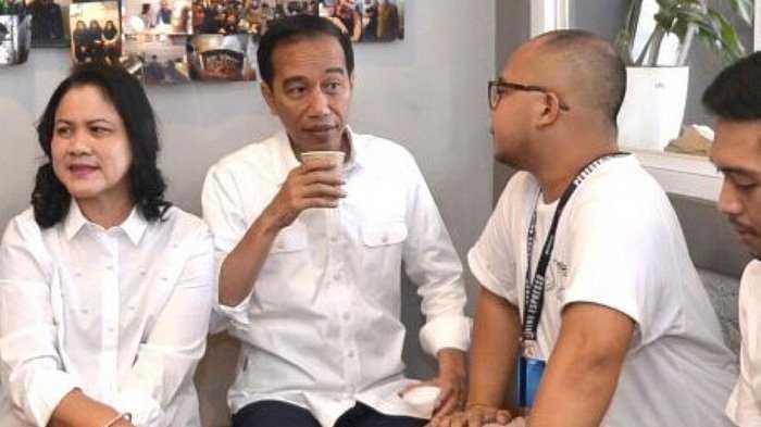 Jokowi minum jamu