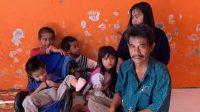 Kelaparan Saat Corona, Ason Seorang Ayah 5 Anak Ini Keliling Jual HP-nya yang Rusak Demi Beli Beras