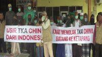Warga Demo Bandara Rahadi Oesman Ketapang Menolak Kedatangan 52 TKA China