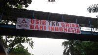 Di Pekanbaru, Muncul Spanduk Besar Bertuliskan Usir TKA China dari Indonesia