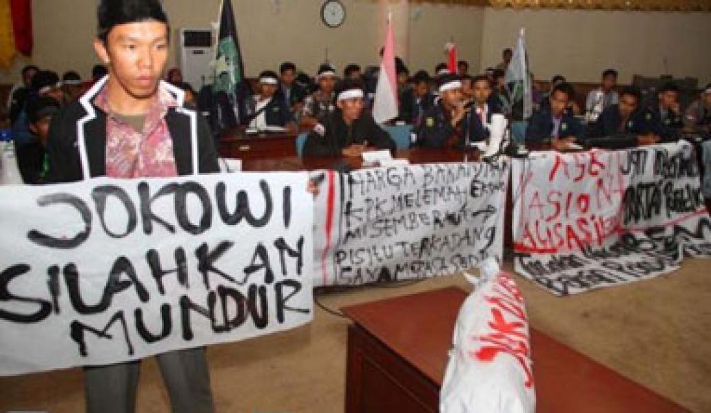 Demo meminta Jokowi mundur