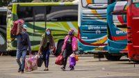 Cegah Pemudik Keluar Jakarta, Brimob Bersenjata Turut Berjaga-jaga di GT Cikarang Barat