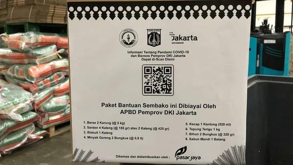 Kawal Langsung, Anies Posting Bagi Sembako, Kardusnya Bertulisan 'Dibiayai APBD DKI'