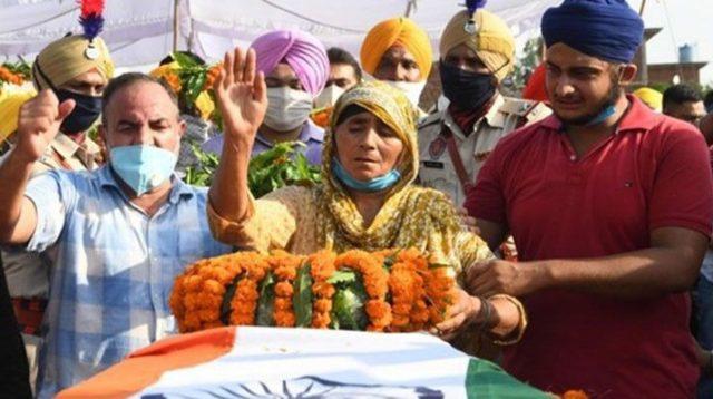 Upacara kremasi seorang serdadu India yang tewas dalam bentrokan dengan militer China berlangsung pada Kamis