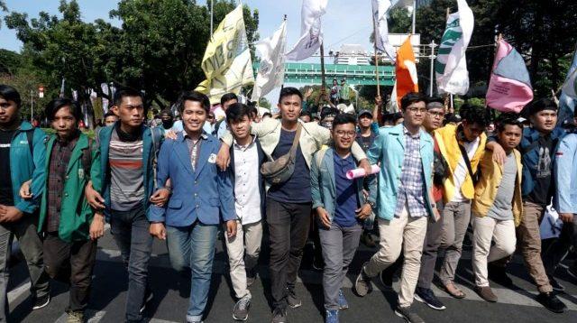 Aksi BEM SI di Patung Kuda kawasan Monumen Nasional