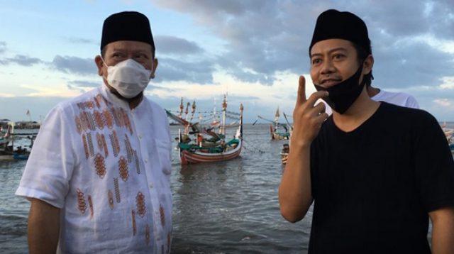 Ketua DPD RI AA LaNyalla Mahmud Mattalitti (kiri) saat mengunjungi Pelabuhan Muncar/Net (Foto: Rmol.id)