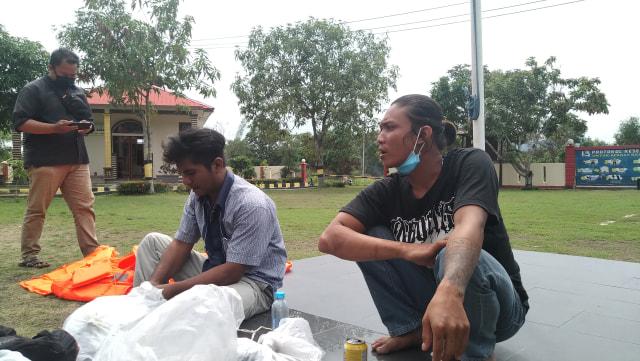 Dua ABK di kapal China yang melarikan diri. Foto: Khairul S/kepeipedia.com