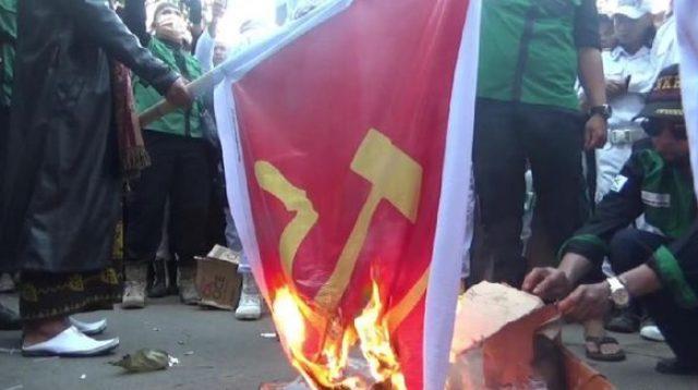 Tolak RUU HIP, Massa Ormas Islam Di Purwakarta Bakar Bendera Palu Arit