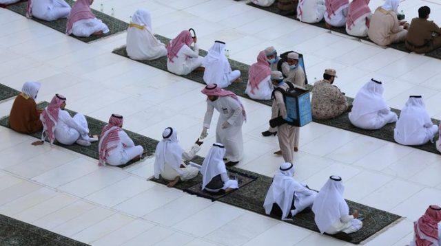 Ilustrasi -- Jemaah salat Id di Masjidil Haram, Mekah, saat Idul Fitri lalu (AFP)(Foto: Detik.com)