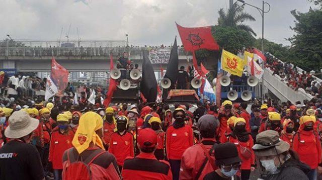 Desak Cabut Omnibus Law, Massa: Buruh Kerja Bagai Romusa