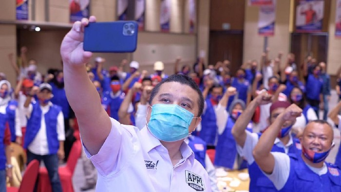 Jadi Ketua Tim Pemenangan Appi di Pilkada Makassar, Erwin Aksa Kukuhkan Relawan di RT-RW