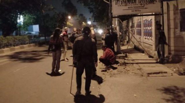 Sambil Acungkan Golok, Geng Motor Serang FPI saat Pasang Spanduk Habib Rizieq Shihab