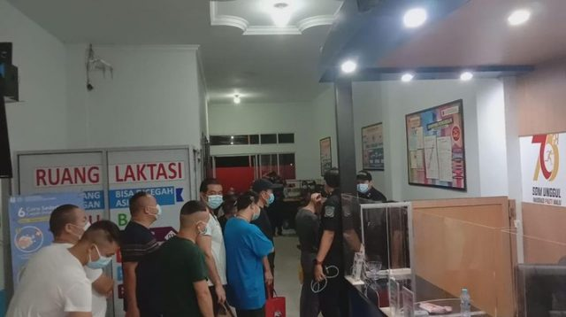 Perusahaan Tambang Emas di Kalbar Didemo Warga, 61 TKA China Dievakuasi