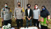 Jajaran Polresta Bandar Lampung Jenguk Warga yang Diduga Kena Pukul saat Demo Ricuh
