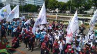 Massa buruh Demo Didepan Gedung DPR, Tuntut DPR Gelar Paripurna Legislative Review UU Cipta Kerja