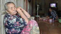 Kisah Pilu Tarsimah yang Masih Hidup Dari Bantuan Sosial Meskipun Tetangganya Jadi Miliarder