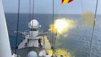 Kapal Selam Musuh Hancur Usai Terkena Tembakan Meriam Dari KRI Hasan Basri
