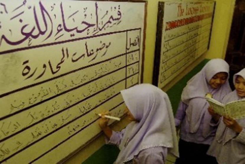 Beredar Kabar Kemenag Larang Penggunaan Bahasa Arab, Berikut Faktanya!