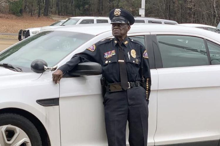 Meski Sudah Berusia 91 Tahun, Polisi Amerika Ini Masih Enggan Untuk Pensiun