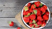 Strawberry Bantu Petani Ini Kantongi Omzet Ratusan Juta
