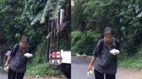 Kisah Pilu Penjual Remote Keliling, Turun Naik Bukit Di Usia Senja Dengan Penghasilan Seadanya