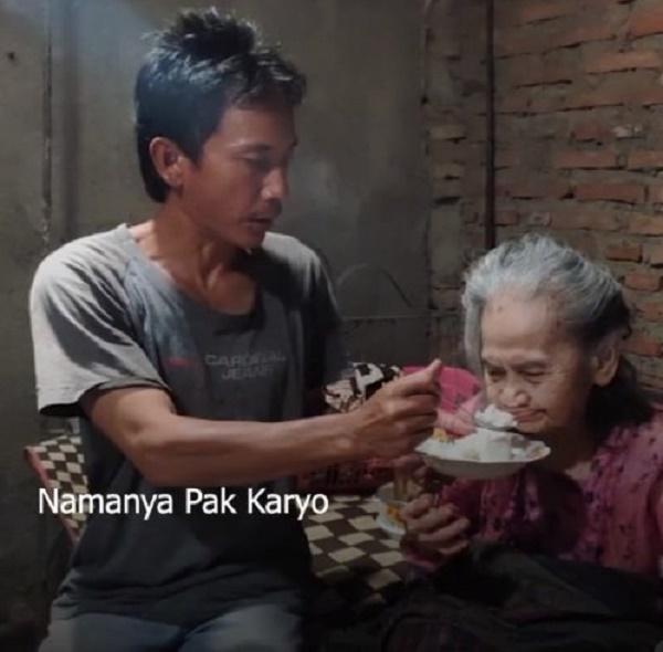 Demi Hidupi 3 Lansia, Karyo Rela Jadi Tukang Gali Pasir