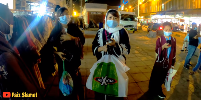 Mengejutkan, Potret Kehidupan Malam Kota Jeddah Arab Saudi, Banyak Gadis Indonesia Nongkrong Hingga Larut Malam