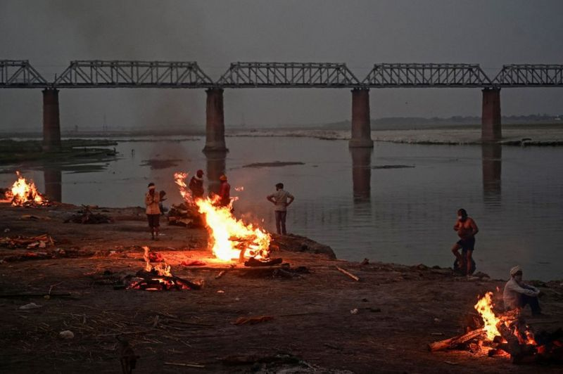 Berserakan, Jenazah Korban COVID-19 Di India Bukan Hanya di Sungai Gangga