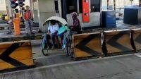 Heboh Becak Sengaja Masuk Tol Surabaya-Gresik, Ini Tindakan dari Pengelola…