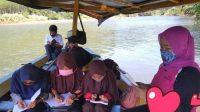 Dibayangi Sergapan Buaya, Guru Honorer di Sukabumi Ngajar di Atas Perahu Dalam Keadaan Hamil