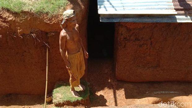 Viral Kakek Gali Tanah Pakai Cangkul Selama 2 Tahun, Buat Rumah Bawah Tanah Mirip Bungker