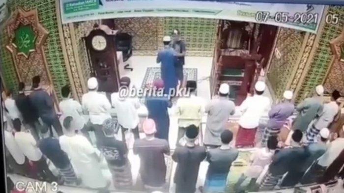 Polisi Amankan Pelaku Pemukulan Imam Masjid yang Sedang Pimpin Salat Berjamaah