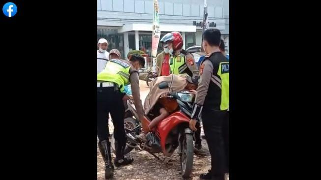 Kena Razia Polisi, Bocah Dibawah Umur Menangis Histeris Sambil Peluk Motor