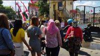 Emosi! Emak-emak Jember Korban Arisol 'Geruduk' Kantor Polisi, Kerugian Miliaran